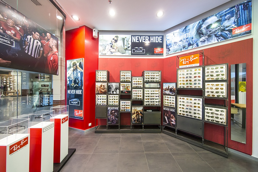 Ekspozycja Ray-Ban salonu Optique w Arkadii